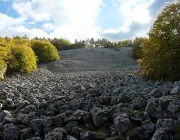 Wandelen langs een lavastroom