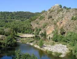 Zwemmen in de rivier Loire bij Goudet